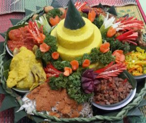 pesan-nasi-tumpeng-di-manggarai
