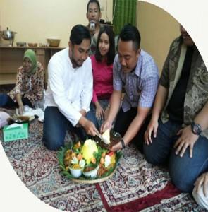 Pesan Nasi Tumpeng Kuning di Bekasi