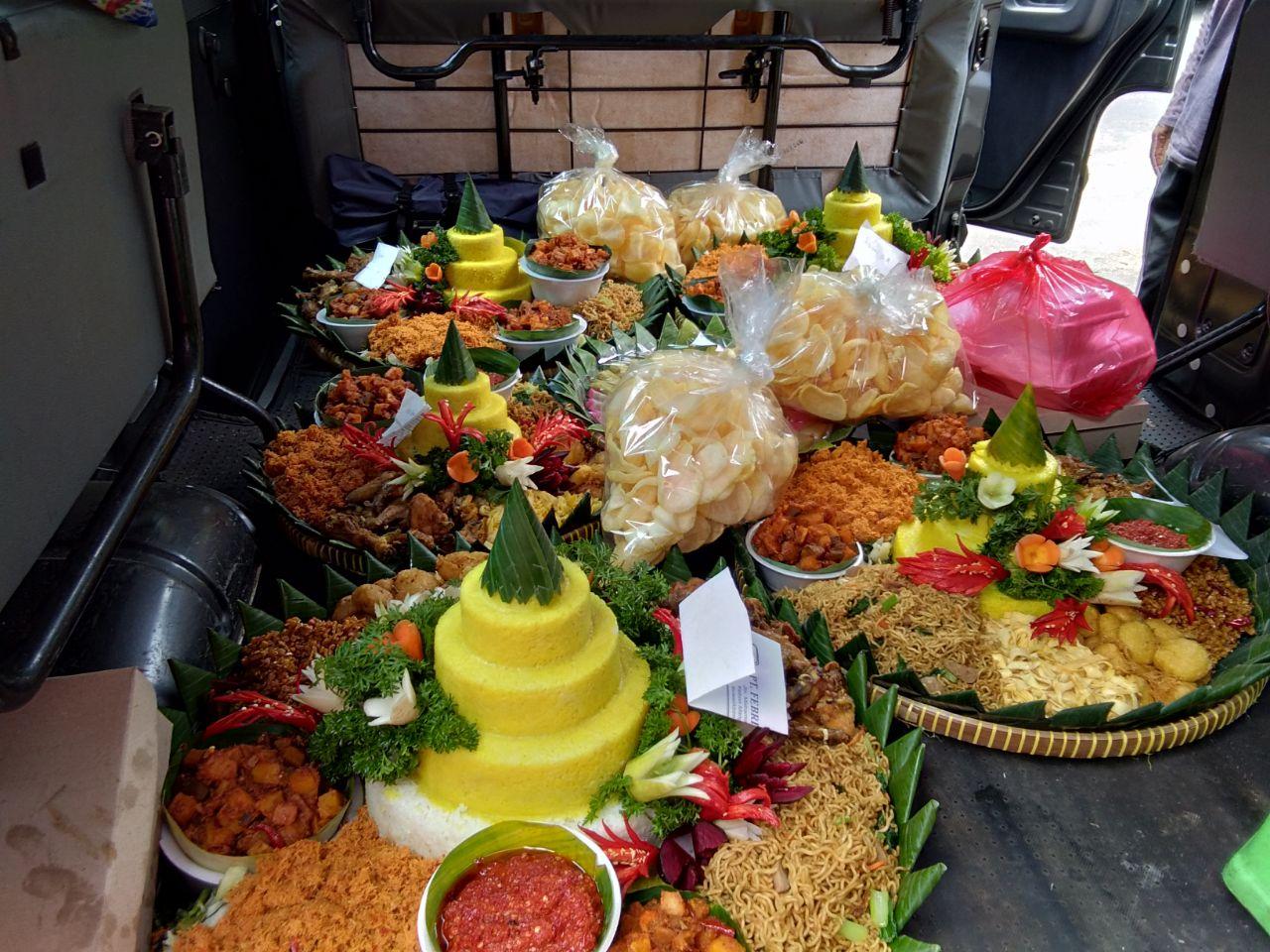 Pesan Nasi Tumpeng di Kampung Melayu
