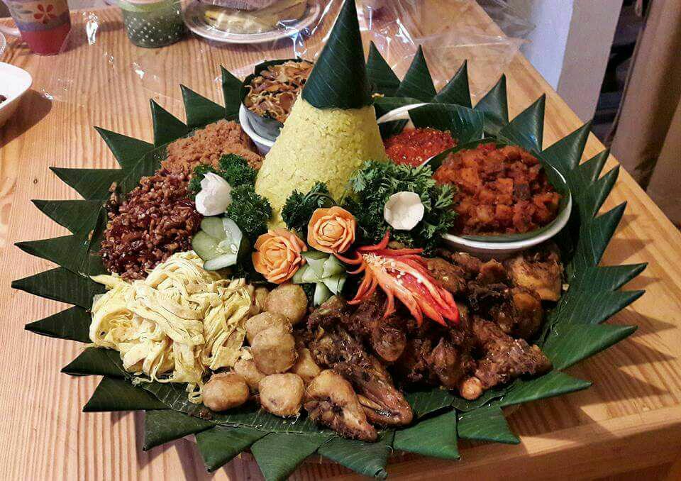 Pesan Nasi Tumpeng Di Rawamangun Jakarta Timur