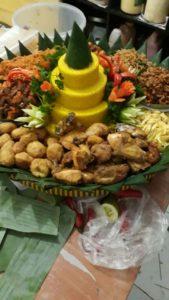Pesan Nasi Tumpeng Kuning Di Jatinegara