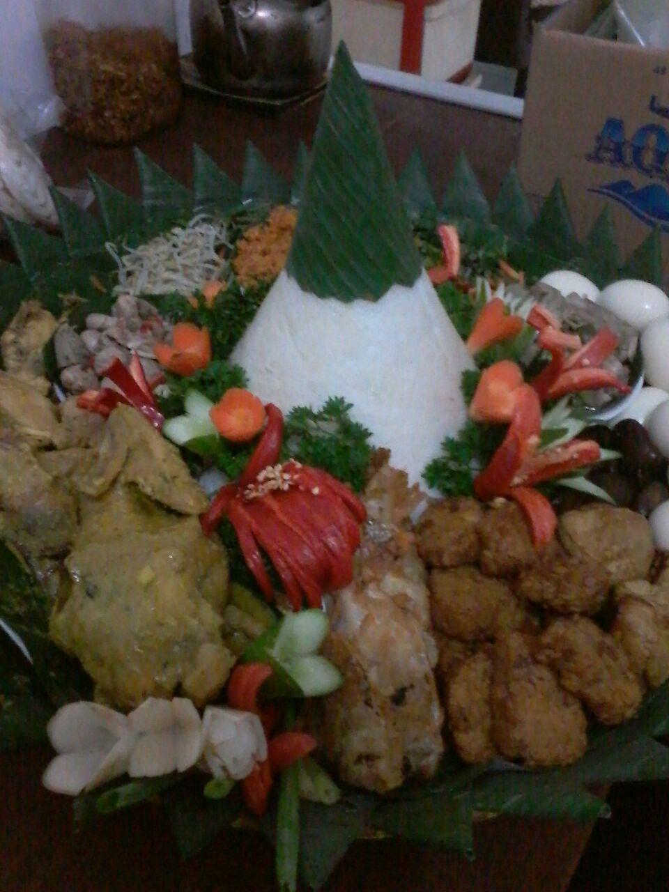 Pesan nasi Tumpeng Di Mampang Prapatan Jakarta Selatan